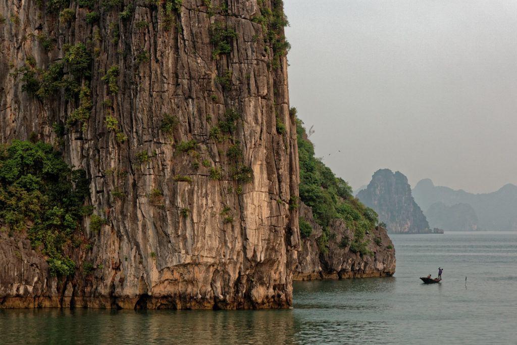 baie-dhalong-vietnam-falaise
