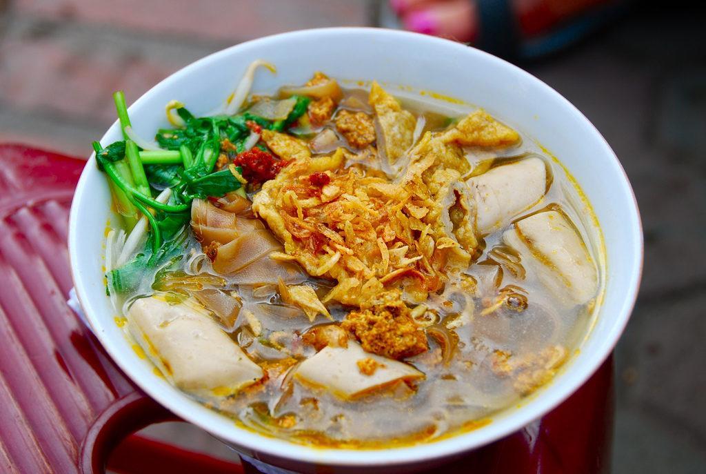 pho-street-food-vietnam
