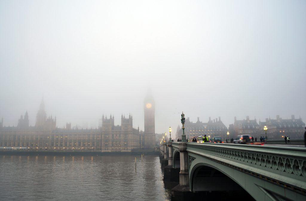 londres-brouillard-tamise